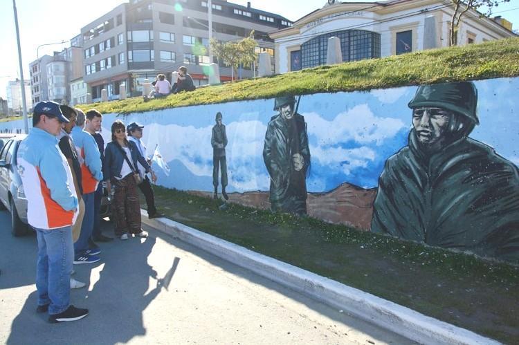Presentaron el renovado mural de Malvinas en Ushuaia - Ushuaia 24